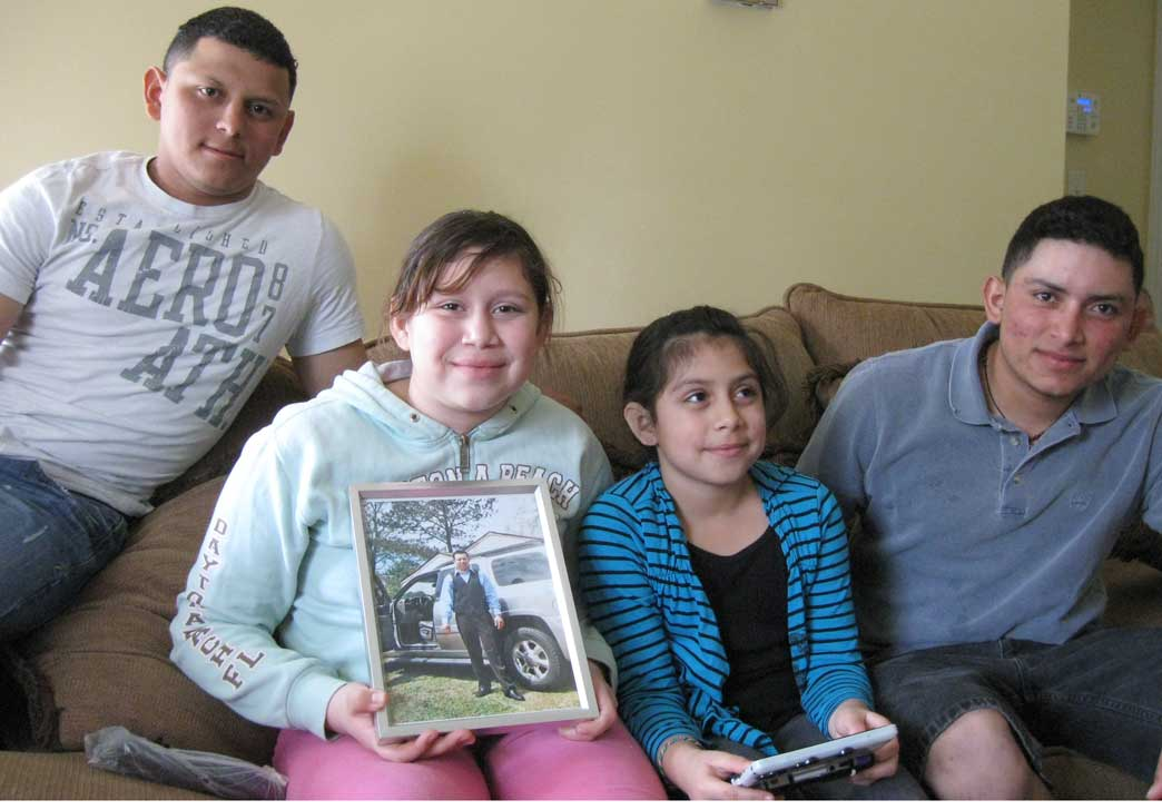From right: Francisco Villatoro hanging out with his nieces, Nicoll and Greyci Villatoro along with his brother José Villatoro. Nicoll holds a photo of her father, Johnny Danilo Villatoro.