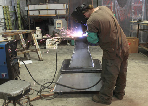 Tripp Jarvis working on one of his iron casted sculptures. Photo by Naomi Marín-Rosario.